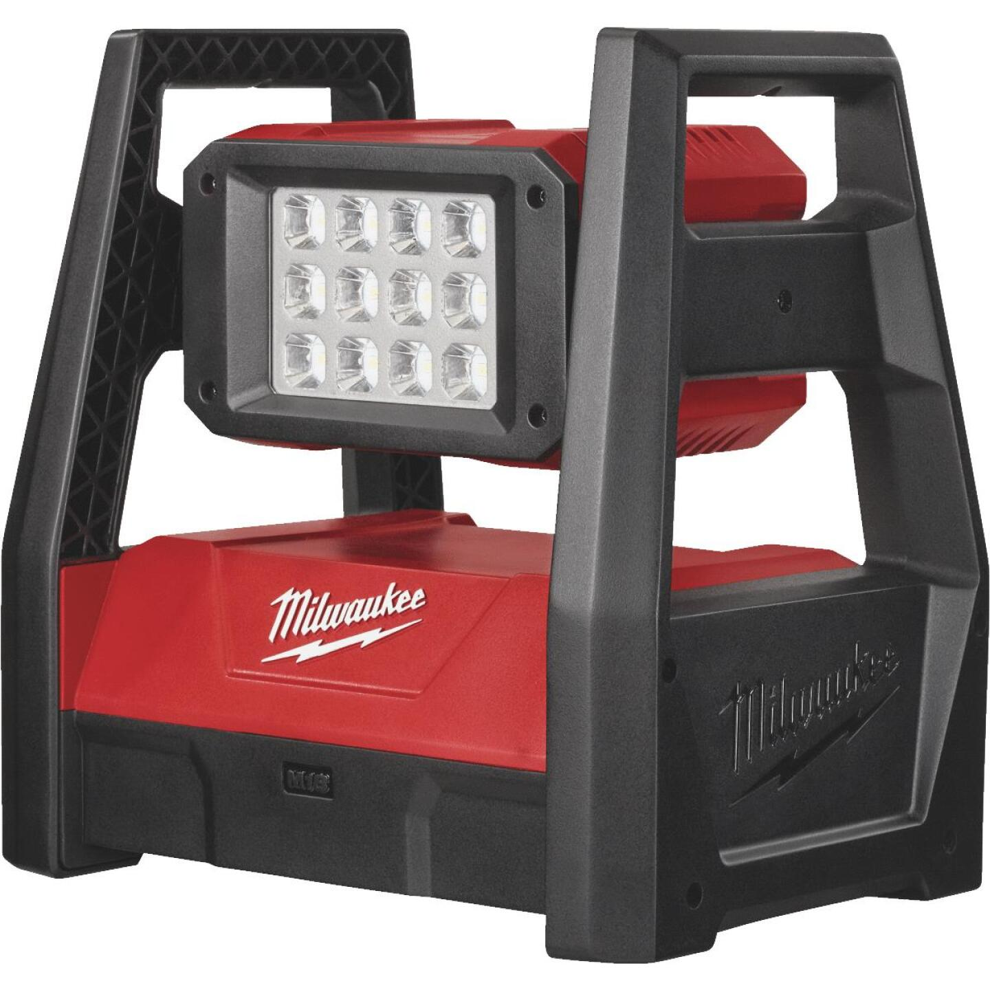 Milwaukee M18 ROVER 18 Volt Lithium-Ion LED Dual Power Corded/Cordless Work Light (Bare Tool) Image 2